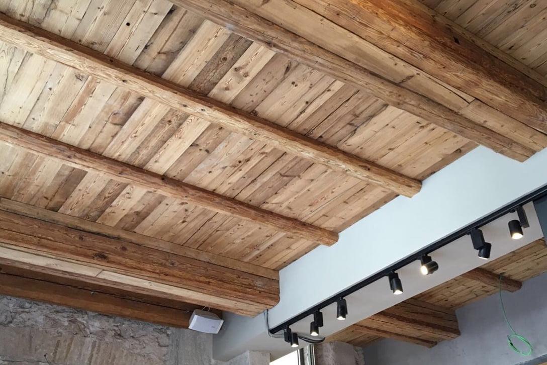 Moskito parquet Barcelona proyecto vigas y techo madera