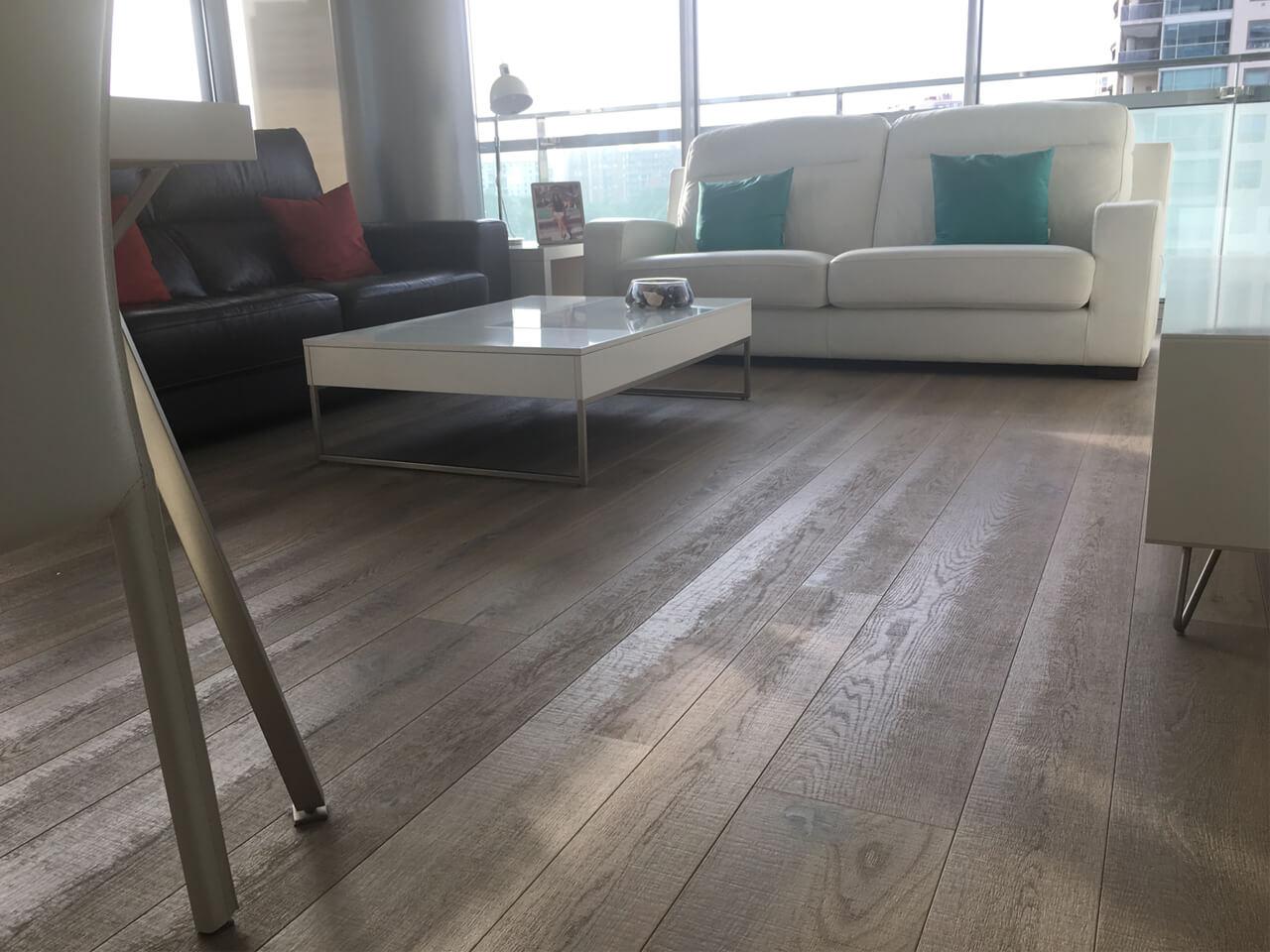 Moskito parquet Barcelona proyecto apartamento en Diagonal Mar sala de estar suelo roble