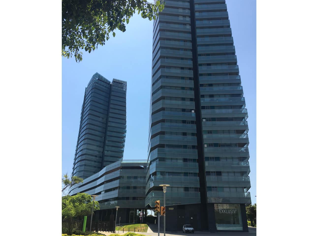 Moskito parquet Barcelona proyecto apartamento en Diagonal Mar edificio vista exterior