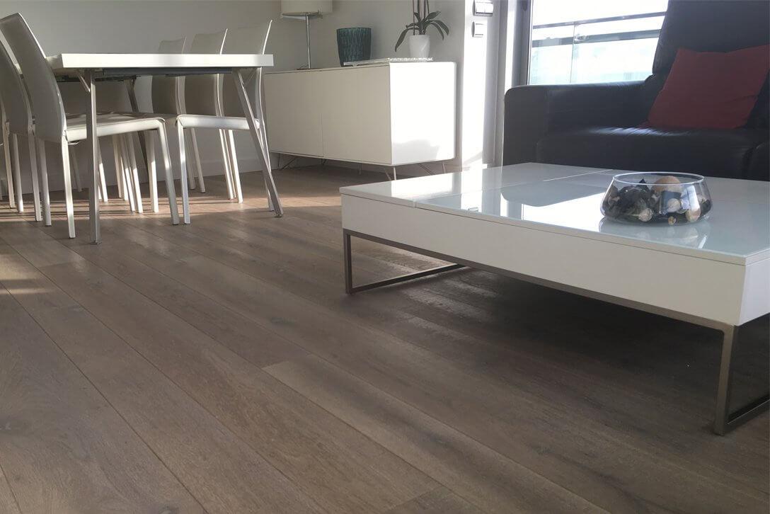 Moskito parquet Barcelona proyecto apartamento en Diagonal Mar salón comedor suelo roble