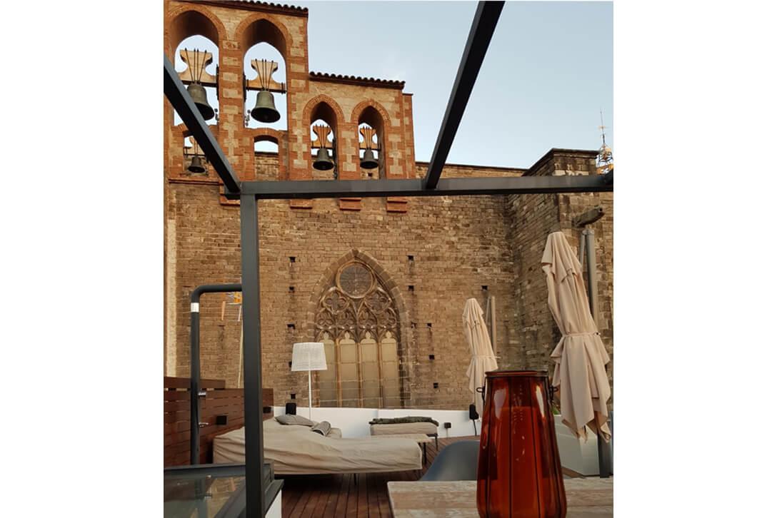 Decoración de terrazas exteriores frente a Santa Maria del Mar