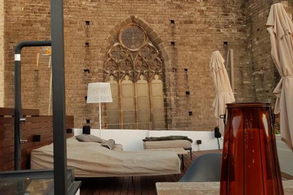 Moskito Barcelona Parquets decoración de terrazas exteriores frente a Santa Maria del Mar