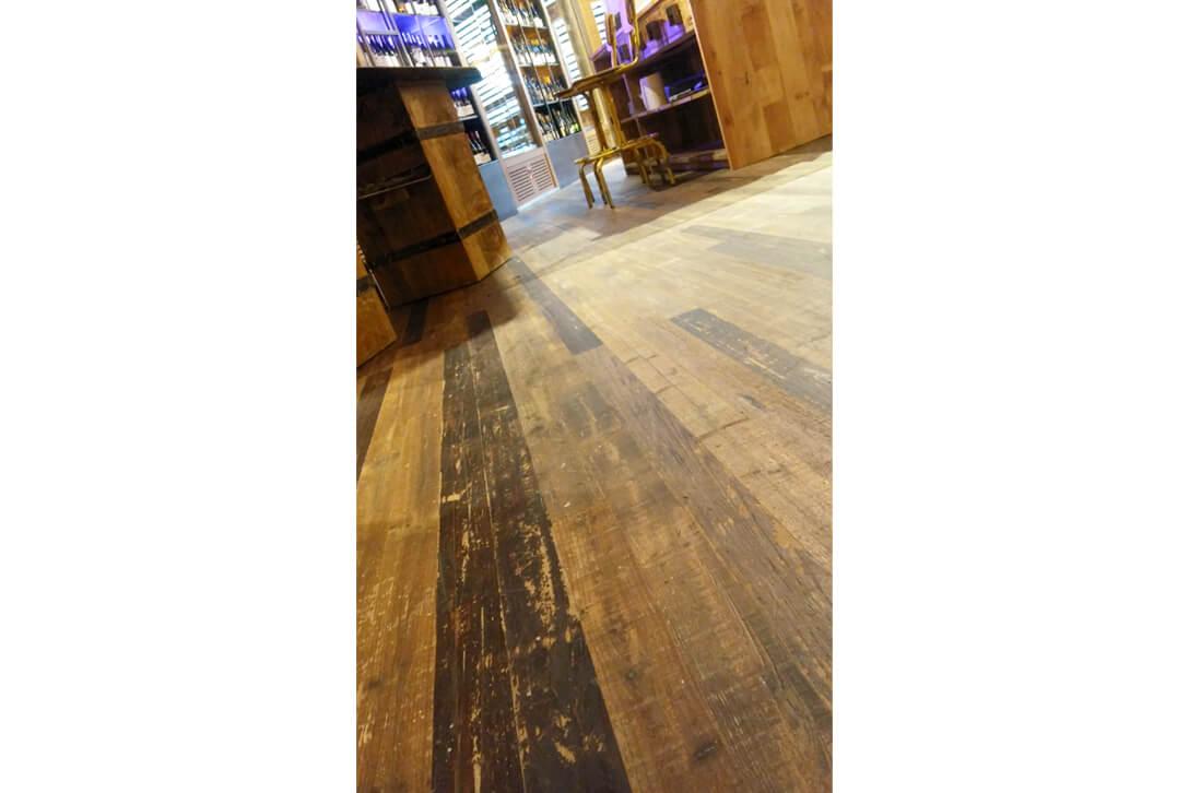 Suelos de madera recuperada de Parquets Moskito Barcelona en el Restaurante La Caníbal de Madrid